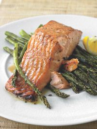 Honey-Mustard Salmon with Roasted Asparagus. The honey-soy mustard crust on the salmon contrasts nicely with the simple and delicious roasted asparagus. Fish Recipes, Seafood Recipes, Cooking Recipes, Healthy Recipes, Dinner Recipes, Recipies, Grilled Salmon Recipes, Meal Recipes, I Love Food
