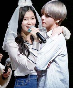 Me diga q issu é photoshopp ;-; K Pop, Bts Taehyung, Jimin, Bts Twice, Bts Facts, Bts Girl, Fact Of The Day, Kpop Couples, Bts Reactions