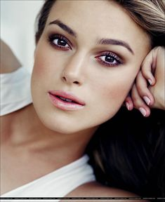 Keira Knightly with some beautiful rosy smokey eyes #BeautyTrends #CelebBeauty #SmokeyEyes