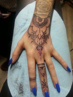 Mehndi paisley hand tattoo by Kaitlin Matthews @cakelintattoos