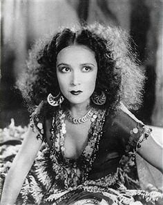 Mexican movie star Dolores del Rio in the movie 'Revenge'. Photograph. 1928 (Photo by Imagno/Getty Images) Der mexikanische Filmstar Dolores del Rio im Film 'Revenge'. 1928. Photographie.