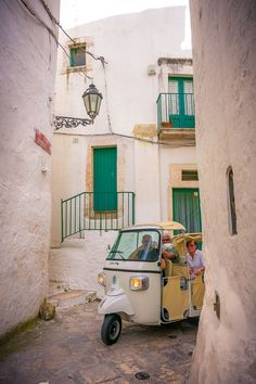 Ostuni is one of the prettiest and most picturesque towns in Italy's Deep South. Check out our guide on what to do in Ostuni Italy now! Places In Italy, Places In Europe, Traveling With Baby, Traveling By Yourself, Greek Town, White City, Unique Architecture, Southern Italy, The Beautiful Country