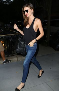 Outfit Basico  Jeans, blusa y valetas color negro