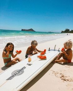The Pacific has incredible little islands with beautiful beaches, great restaurant culture and friendly, welcoming atmosphere. Cute Family, Family Goals, Big Family, Cute Baby Pictures, Beach Pictures, Cute Kids, Cute Babies, Future Mom, Beach Bum