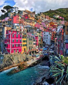 Riomaggiore In Cinque terre, Italy Italy Tourism, Travel And Tourism, Italy Travel, Travel Destinations, Travel Guide, Amazing Destinations, Italy Vacation, Vacation Trips, Vacation Travel