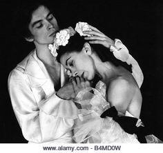Rudolf Nureyev and Margot Fonteyn \\ Ballet Margarita and Arman Margot Fonteyn, Rudolf Nurejew, La Bayadere, Bild Tattoos, Nureyev, Ballet Photography, Royal Ballet, Modern Dance, Lets Dance