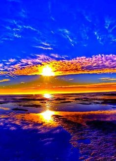 Solve sunset or sunrise jigsaw puzzle online with 48 pieces Amazing Sunsets, Amazing Nature, Pretty Pictures, Cool Photos, Beautiful World, Beautiful Places, Beautiful Sunrise, Belle Photo, Beautiful Landscapes