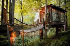 Once upon a time, there was a house in the trees, surrounded by the lights of the forest fairies,where the lodgers never grew up… and it came with wireless internet for a minimum two night stay on AirBnB!  Okay so Peter Pan may not exactly be renting out his Neverland lair on AirBnB but there is a guy called Peter who lives inAtlanta, Georgia with his wife Katie, and together built afairytale treehouse for boys and girls who never grew up.     Here's the lowdown: Centrally located within…