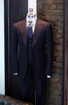 tie's a little narrow for the lapels, but nice suit