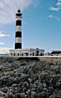 FARO DE CAP D'ARTRUTX #Menorca Lighthouse Photos, Lighthouse Painting, Menorca, House Viewing, Yoga School, Best Cities, Lighthouses, Harley Quinn, Villas