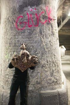 """Irgendwann sprühte jemand den Schriftzug """"Glück"""" an die Wand im Tunnel an der Matenastraße in Duisburg. Ich finde ihn schon auf meinen Fotos von 2013 und er ist in diesem Raum schon recht wunderlich;   #Abriß #Baudenkmal #Bruckhausen #Duisburg #Matena-Tunnel #Ruhrgebiet #Schimanski"""