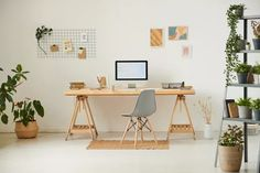 (Foto: Getty Images) Interior Exterior, Room Interior, Wood Shelves, Floating Shelves, Anglepoise Lamp, Best Office Chair, Cupboard Knobs, Ergonomic Office Chair, Home Office Decor