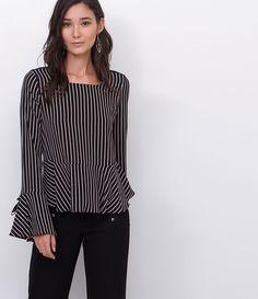 0477a39afb87b Blusa feminina Com amarração nas mangas Decote redondo Listrada Frente em  crepe Costas em malha Marca