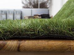 Zöld/barna szálösszetételének köszönhetően igazán hasonlít a természetes gyepre. Felülete csúszásmentes, ráadásul a perforált alap kiváló vízelvezetést biztosít. Sokáig megőrzi természetes megjelenését. Használatával időt, pénzt, energiát spórolhat, ugyanakkor nincs szükség a permetezőszerek használatára.  Ajánlott felhasználási terület: udvarba, teraszra, erkélyre, játszótérre, bármilyen dekorációhoz, hiszen tökéletes helyettesítője a természetes gyepnek. Marvel