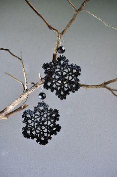 Outstanding Crochet: snowflake earrings.