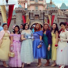All of these ladies look beautiful, but I especially like the take on Mary Poppins to the far right dapper day Dapper Day Disneyland, Disney Dapper Day, Disneyland 2015, Modern Outfits, Retro Outfits, Cute Outfits, Disneybound Outfits, Dapper Day Outfits, Disney Specials