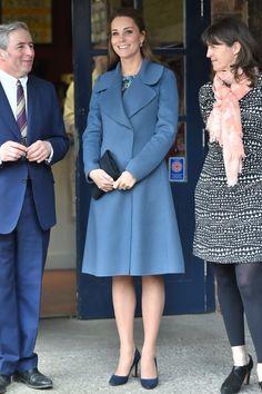 Kate Middleton  Λατρέψαμε το χρώμα στο παλτό της (και μπήκαμε σε σκέψεις) d0fbb4ffc8a