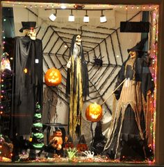 my halloween window vintage & vogue nightmares before christmas fice decorations … another painting i did on a screen halloween door decorating ideas Halloween Window Display, Halloween Window Decorations, Halloween Displays, Halloween Party Decor, Halloween Ideas, Spooky Decor, Halloween 2015, Casa Halloween, Outdoor Halloween