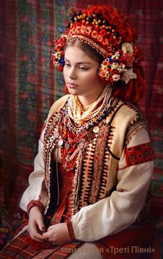 Ukrainian girl © Workshop Treti Pivni (Third Rooster) / Майстерня Треті Півні
