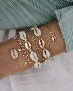 Jewellery Bracelet Shell Gold bracelet Gold jewellery Spring outfit White trousers White pants Green blouse Sieraden Gouden sieraden Schelpen On trend Lentekleding Zomerkleding Witte broek Groene blouse Inspiration Heart Friendship Bracelets, Love Bracelets, Jewelry Bracelets, Ankle Bracelets, Silver Bracelets, Layered Bracelets, Beach Bracelets, Layered Necklace, Jewelry Holder