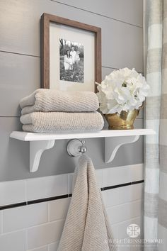 10 Fun Cool Tips: Floating Shelf Mirror Storage wooden floating shelves mid century.Floating Shelves With Drawers Storage Ideas floating shelves ideas rustic.How To Hang Floating Shelves Doors. Casa Gaudi, Diy Bathroom, Master Bathroom, Bathroom Ideas, Bathroom Shelf Decor, Washroom, Bathroom Storage, Shelving In Bathroom, Bathroom Staging