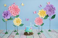 Session One Years.  Baby Girl.  Session Smash The Cake.  First Birthday Cake Smash Session  Sessão Fura Bolo Jardim Encantado.  Barra da Tijuca | Rj. jowww.lucianathomaz.com/blog