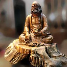 Tượng Đạt ma ngồi thiền gỗ bách xanh    Kích thước: 70-75-62 cm    Nặng: 37 kg Buddha, Statue, Interior Design, Nest Design, Home Interior Design, Interior Designing, Home Decor, Interiors, Sculptures