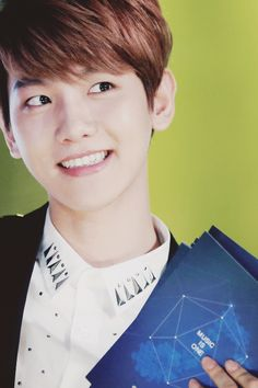 "his smile just makes me want to pinch both his cheeks and scream ""adhfajksdhfk"" in his face ♡ #baekhyun"