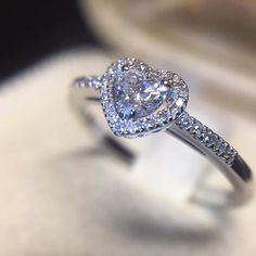 Anello in oro bianco con cuore di diamante e diamanti laterali - MIRCO VISCONTI - Cicala.it