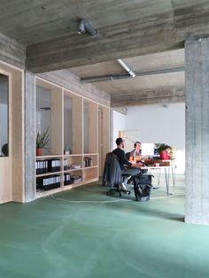 We zijn verhuisd! Corporate Office Design, Corporate Interiors, Office Interiors, Best Interior, Modern Interior Design, Interior And Exterior, Architecture Details, Interior Architecture, House Design Pictures