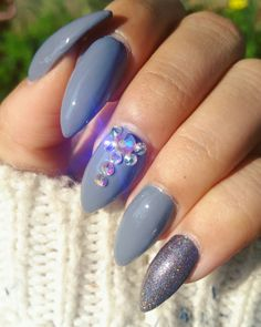 As you can tell, I love nail bling 😊 For this look I used Essie Petal Pushers & Formula X nail color in Aphrodite on the pinky 💎
