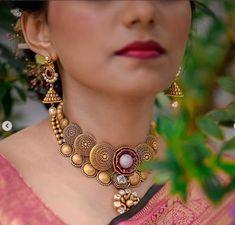 Jewelry Design Earrings, Gold Earrings Designs, Gold Jewellery Design, Necklace Designs, Gold Jewelry, Bridal Jewelry, Jewlery, Camera Necklace, Gold Necklace