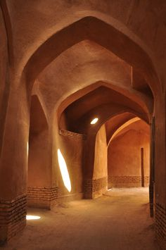 The largest city with mudbrick architecture is certainly Yazd with a population of over half a million. Persian Architecture, Art And Architecture, Cultural Architecture, Architecture Magazines, Architectural Digest, Iran Tourism, Tadelakt, Arabian Nights, Islamic Art