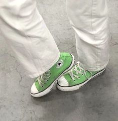 Converse Verte, Mode Converse, Converse Outfits, Sneaker Outfits, Sneakers Mode, Sneakers Fashion, Shoes Sneakers, Jean Outfits, Hightop Shoes