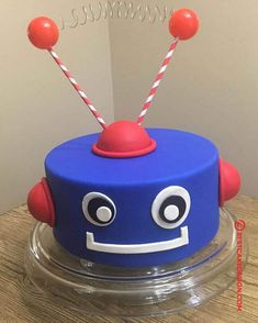 50 Most Beautiful looking Robots Cake Design that you can make or get it made on the coming birthday. Cake Designs For Boy, Fondant Cake Designs, Cake Designs Images, Fondant Cakes, Drake's Birthday, Birthday Cakes, Robot Cake, Elsa Cakes, Cakes For Boys