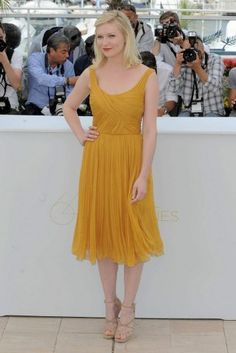kirsten dunst in Chloe - dislike the color, love the dress draping and shape