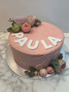 tarta buttercream rosita floral Cupcakes, Birthday Cake, Floral, Desserts, Food, Fondant Cakes, Lolly Cake, Candy Stations, Tailgate Desserts