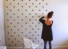 Sadece İp ve Bant Kullanarak Evinizde Mucizevi Dokunuşlar Yaratacak 15 Dekoratif Fikir You don't need wallpapers for aesthetic and a different look! Decorating On A Budget, Decorating Blogs, Painting Walls Tips, Reclaimed Wood Accent Wall, Tape Wall, Accent Wall Bedroom, Accent Walls, Diy Bedroom, Boho Home