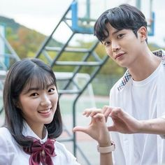 "The one-dimensional heart mark that she makes with Rowoon oppa is called ""Exclusive symbol of love"". In love, they are always calculated by… Drama Korea, Korean Drama, Hi School Love On, Mbc Drama, Ulzzang Korean Girl, Book Tv, Sweet Couple, Drama Movies, No One Loves Me"