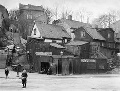 Fredensborgveien i Oslo, mai 1917 Oslo, School Photos, Old Photos, Norway, Old School, Past, Street View, Cabin, Black And White