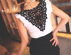 Black lace back. Love the contrast with the white shirt. Diy Fashion, Ideias Fashion, Fashion Beauty, Fashion Clothes, Fashion Ideas, Fashion Jewelry, Diy Kleidung, Do It Yourself Fashion, Mode Outfits