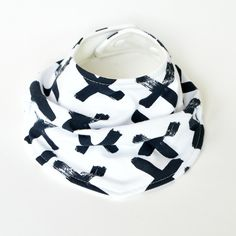 This drool bib was designed for your stylish little one. Made from high quality, GOTS certified organic cotton jersey and lined with organic. Navy Cross, Bibs, Organic Cotton, Safety, Knitting, Stylish, Natural, Fabric, Design