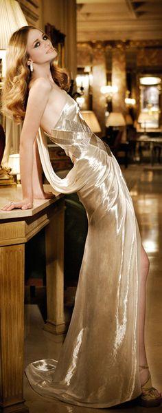 Ideas For Dress Largos Noche Violeta Fashion Moda, Gold Fashion, High Fashion, Womens Fashion, Glamour, Excuse Moi, Black Tie Affair, Dress Vestidos, Beautiful Gowns
