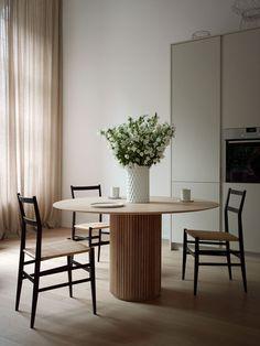 Interior Design Tips, Interior Design Inspiration, Home Decor Inspiration, Interior Decorating, Dining Nook, Dining Room Design, Modern Office Design, Home And Living, Sweet Home