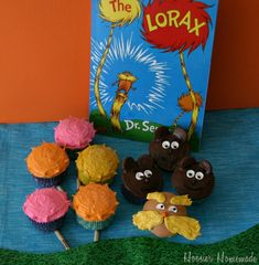 Seuss Fun Food & Craft Ideas for Kids - Over 50 of the BEST Dr. Seuss recipes, fun food, crafts, and party ideas! Cupcake Cakes, Cupcake Ideas, Cup Cakes, Mini Cakes, Cupcake Recipes, Dessert Ideas, Dr Seuss Lorax, Dr Suess, Fairy Cakes