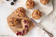 Suikervrije speltmuffins met bramen die je perfect als ontbijt mag eten. Ze zijn suikervrij en gemaakt van speltmeel, bananen en bramen. .