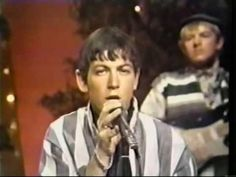 Eric Burdon and The Animals - 'When I Was Young', on US TV, 1967.     Eric Burdon (vocals)  Barry Jenkins (drums)  John Weider (guitar/violin)  Vic Briggs (guitar)  Danny McCulloch (bass guitar)