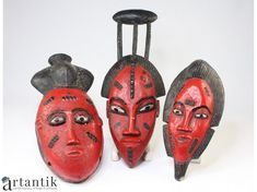 vechi masti Baoule, ilustrand o familie tribala Akan. African Jewelry, Tribal Jewelry, African Masks, African Art, Contemporary Jewellery, Contemporary Art, African Sculptures, Exotic Art, Ivory Coast