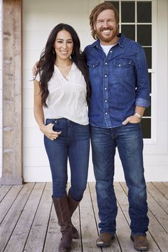 Fixer Upper hosts Chip and Joanna Gaines (pictured here) have teamed up with Target to launch their new collection Hearth & Hand with Magnolia Estilo Joanna Gaines, Chip Y Joanna Gaines, Magnolia Joanna Gaines, Joanna Gaines Style, Chip Gaines, Jojo Gaines, Fixer Upper Joanna, Gaines Fixer Upper, Magnolia Fixer Upper