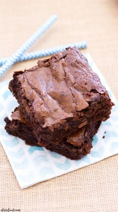 These homemade fudge brownies are so simple to make! This easy fudge brownie recipe yields thick, rich, and fudgy brownies that are practically swoon-worthy! My favorite homemade brownie recipe eve…